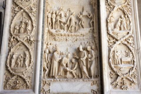 パヴィア僧院 外壁大理石の彫刻