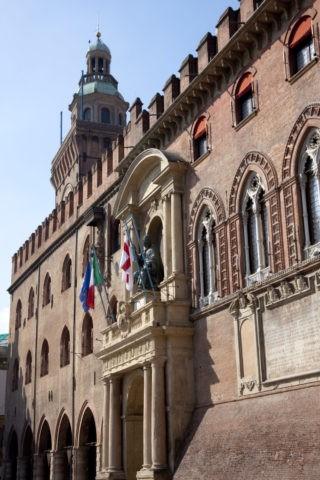 コムナーレ宮 市庁舎