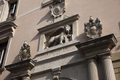 パドヴァ大学 正面の彫刻