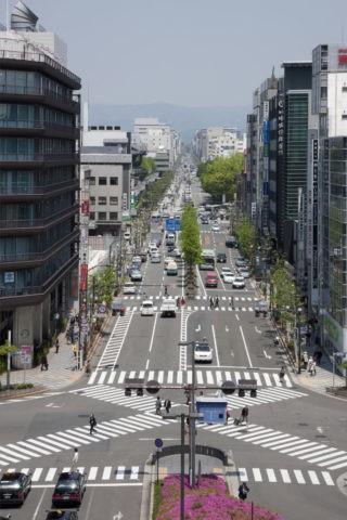 京都駅前と烏丸通り