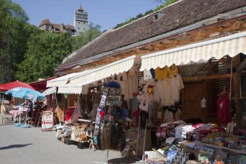 ブラン城と土産店