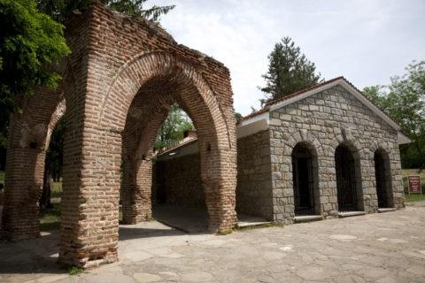 トラキア人の墓 保存小屋 世界遺産