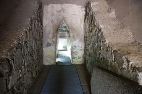トラキア人の墓 入口 レプリカ 世界遺産