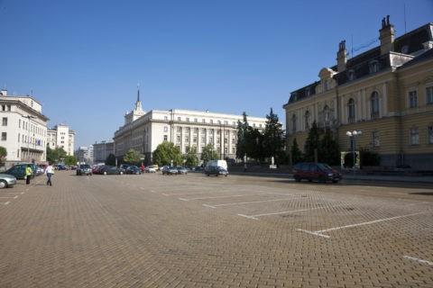 旧共産党本部とスヴェタ・ネデリャ広場