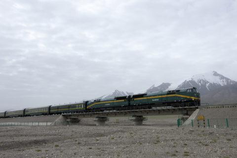 青蔵鉄道と崑崙山脈