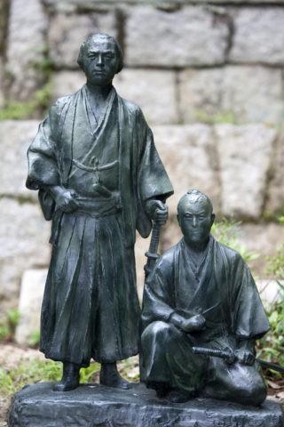 坂本龍馬と中岡慎太郎の像