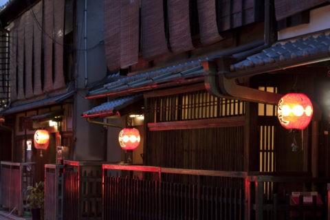 夕暮れの祇園町並み