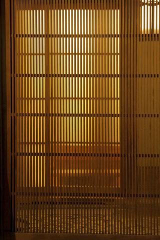 祇園の格子と灯り