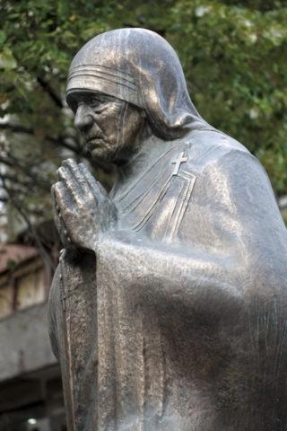 マザーテレサの像