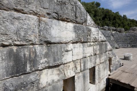 ブトリント遺跡 記録石 世界遺産