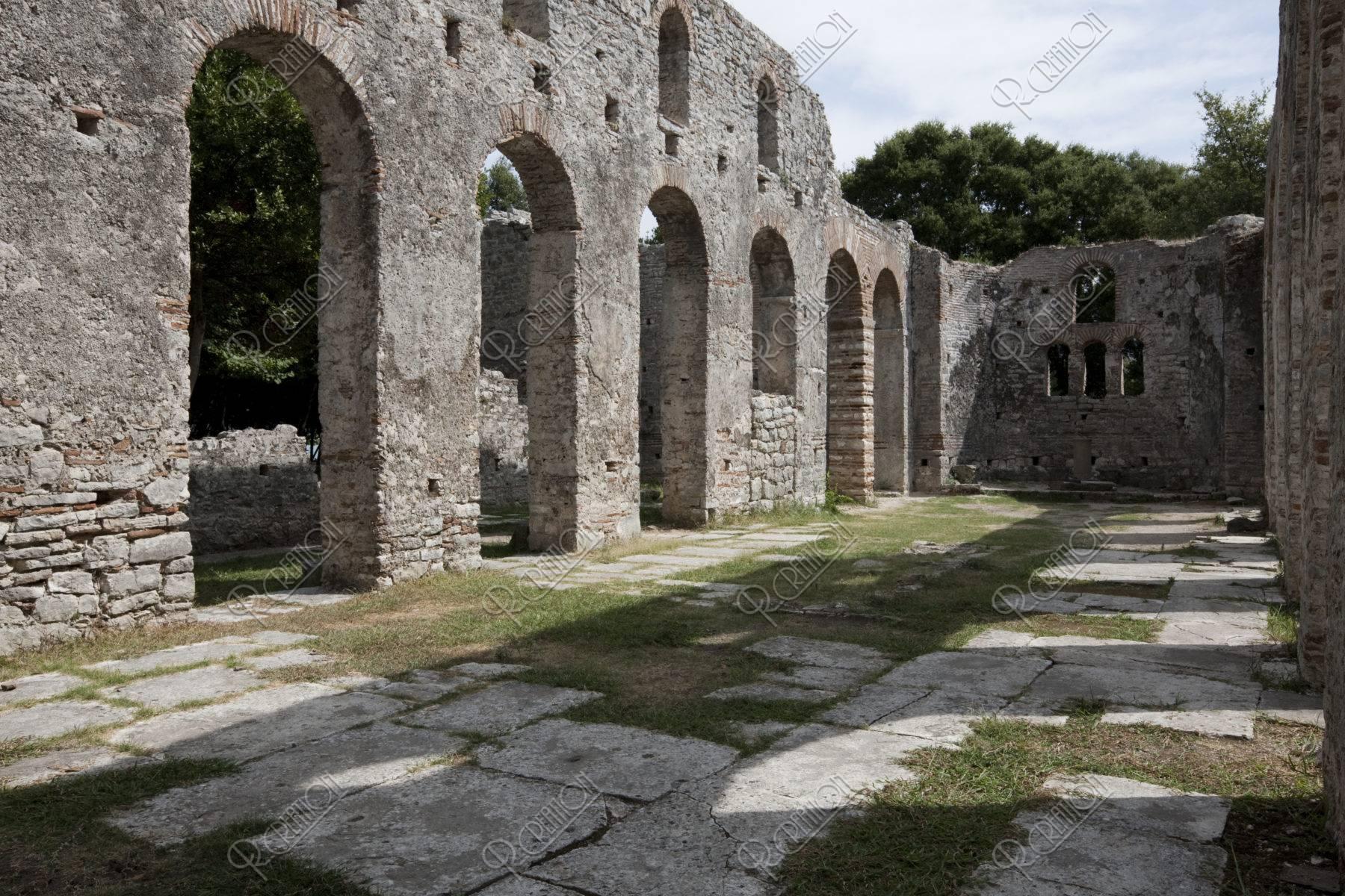 ブトリント遺跡 バジリカ 世界遺産
