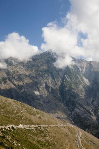 ロガラ峠からのティカ山