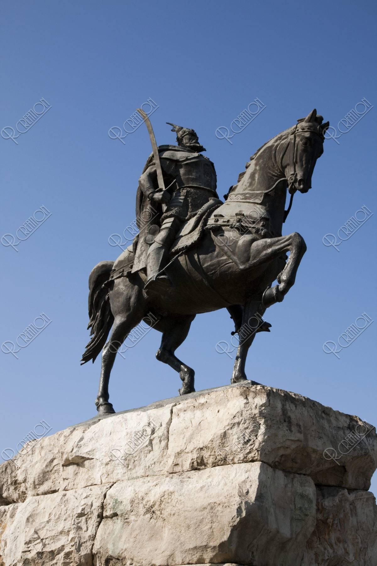 スカンデルベグの騎馬像