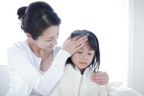 熱のある娘と母親