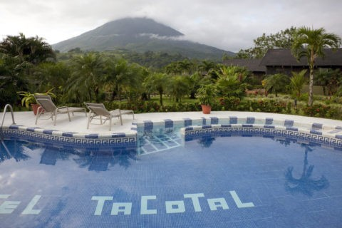 ラバスタコタルのプールとアレナル火山