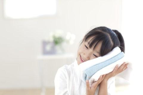 洗い上がりのタオルと女の子
