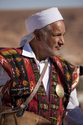 ムザブ族の民族衣装の男