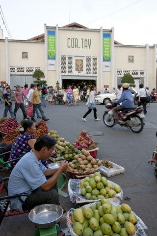 フルーツ売りとベンタイン市場