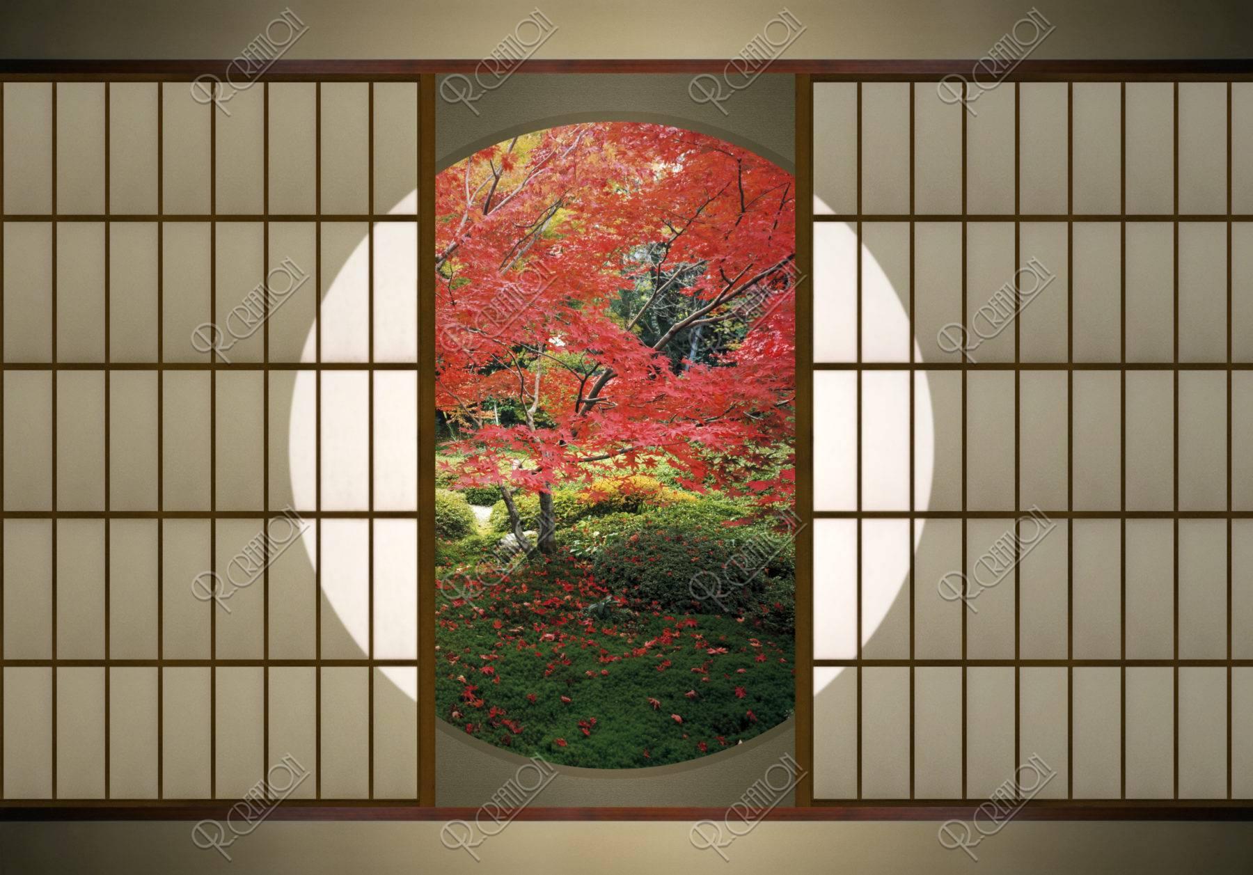 丸窓と紅葉の庭