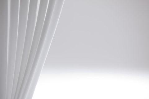 白い幕のイメージ