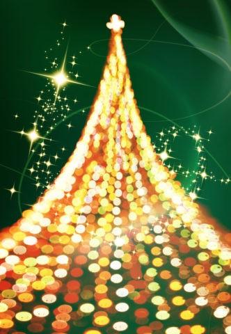 光の軌跡とクリスマスツリー