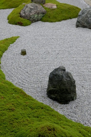 南禅寺 苔と石