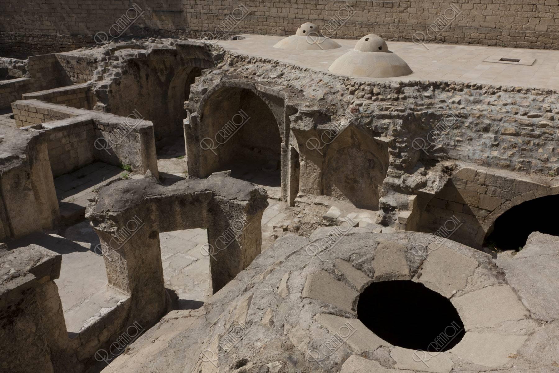 旧市街 シルヴァンシャフハーン宮殿 浴場跡 w