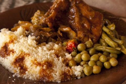 ガーナ料理 クスクスと鶏肉料理