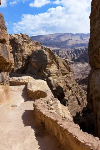 ペトラ遺跡 巡礼道と岩山 世界遺産
