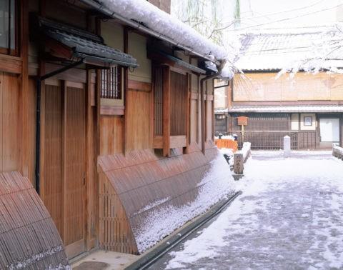 雪の祇園家並