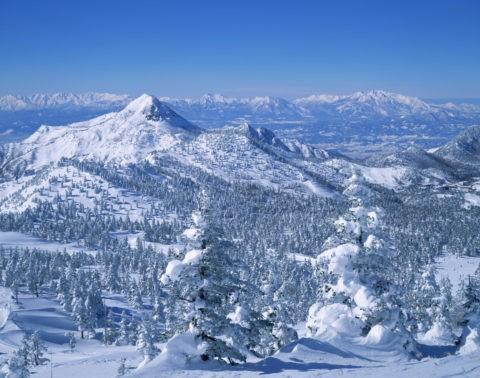 雪の笠ヶ岳とアルプス