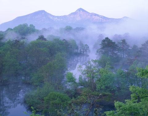 朝靄の裏磐梯 中瀬沼