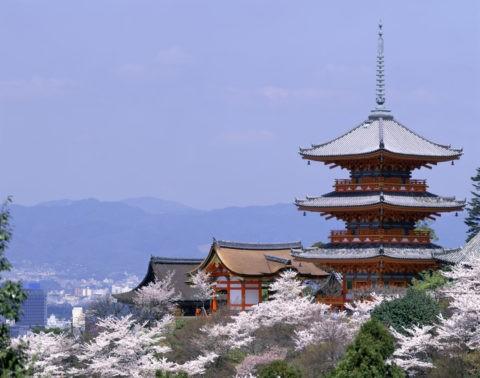清水寺三重塔と西門