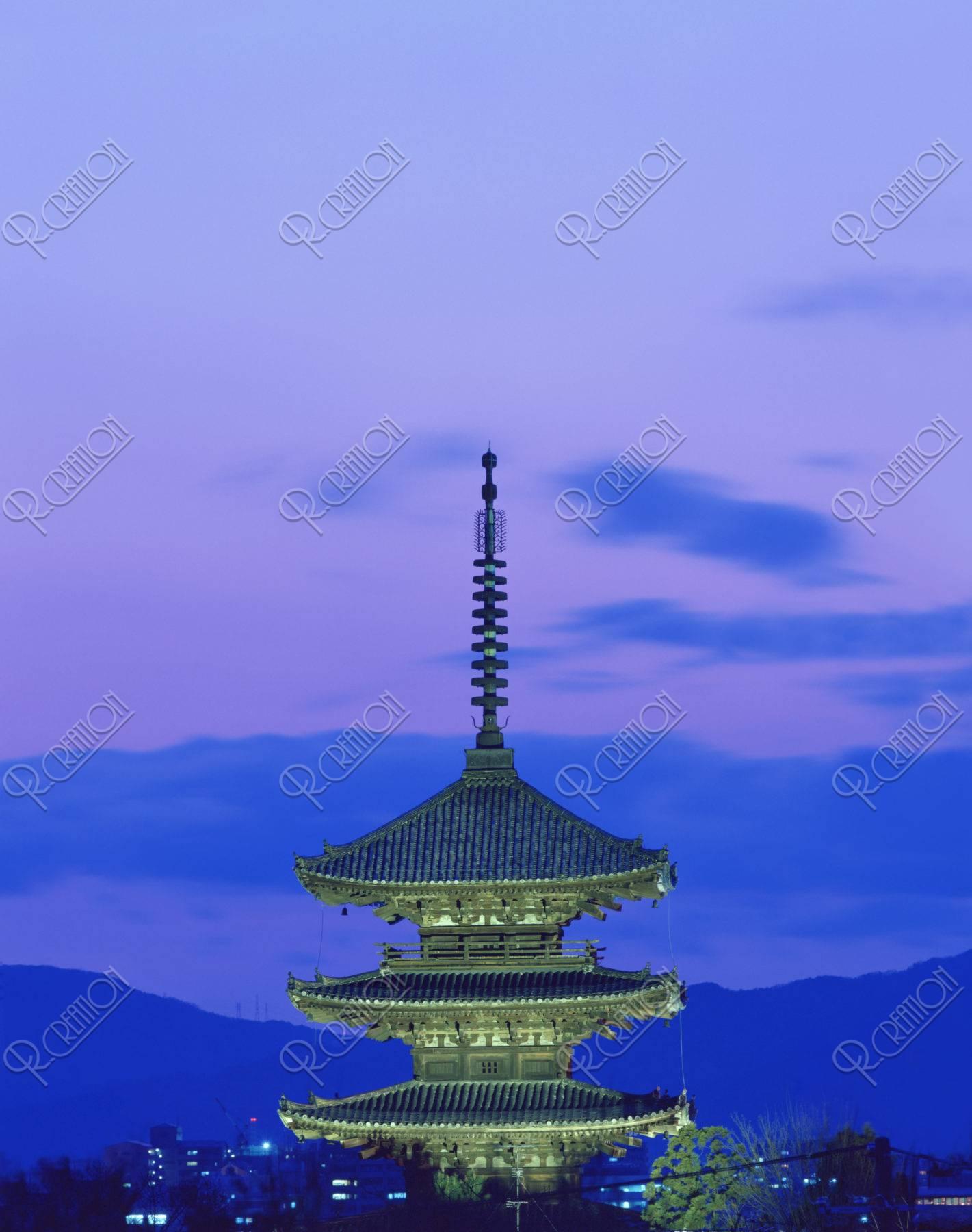 暮色 八坂の塔