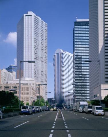 超高層ビルと議事堂道り