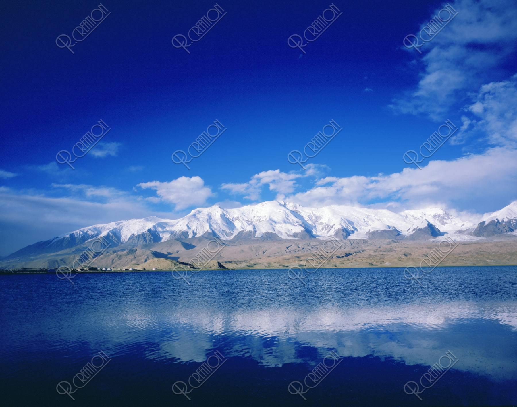 カラクリ湖とコングール山