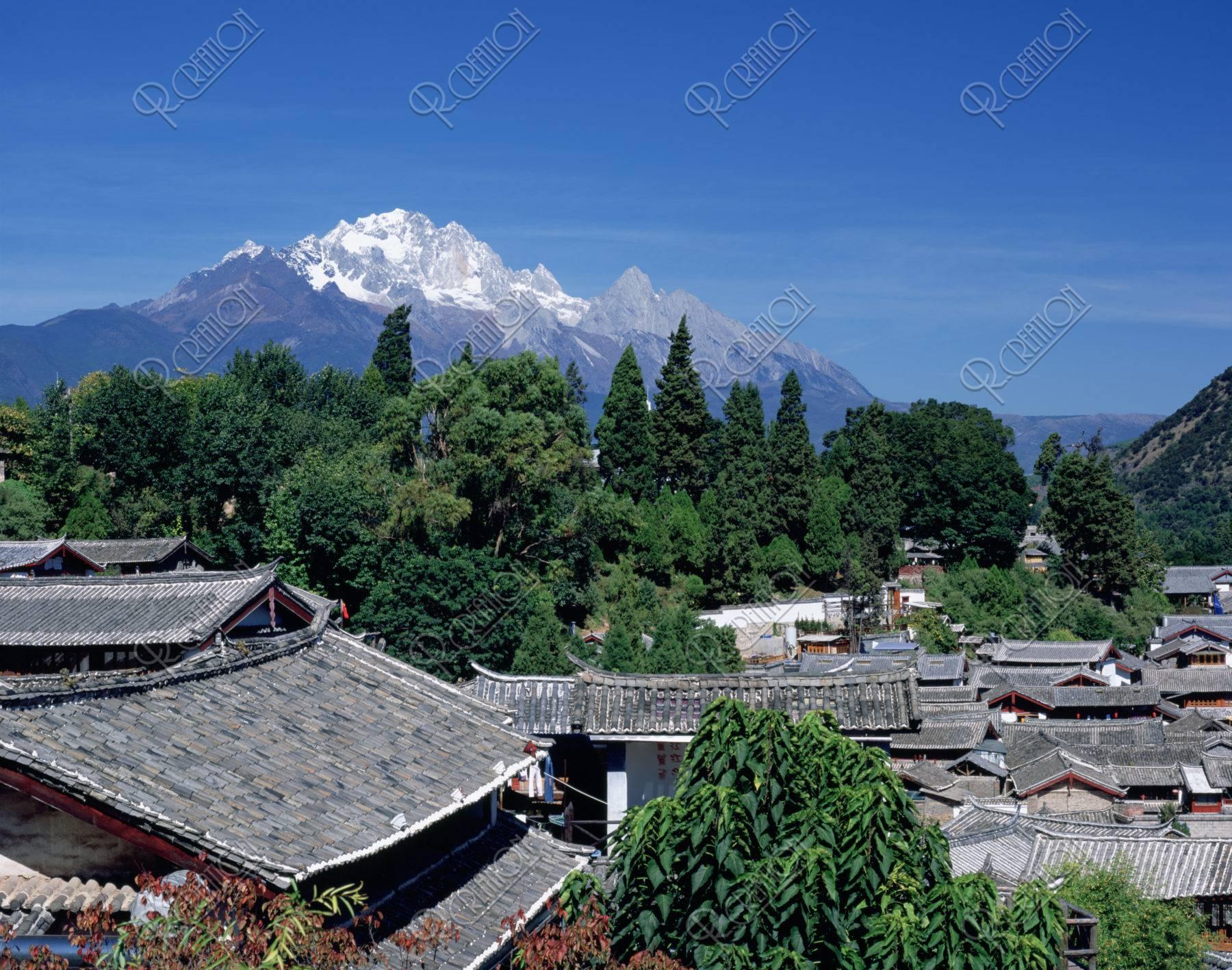 麗江町並みと玉龍雪山 世界遺産
