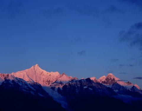 梅里雪山主峰の朝焼け 徳欽 世界遺産