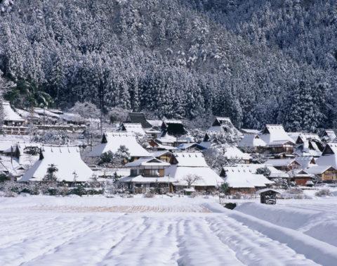 美山町 雪のかやぶきの里