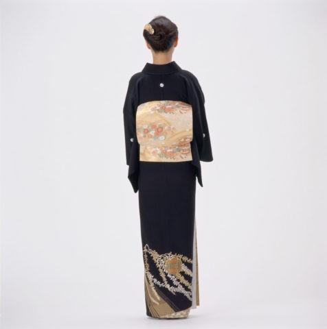 後ろ姿の留め袖の女性