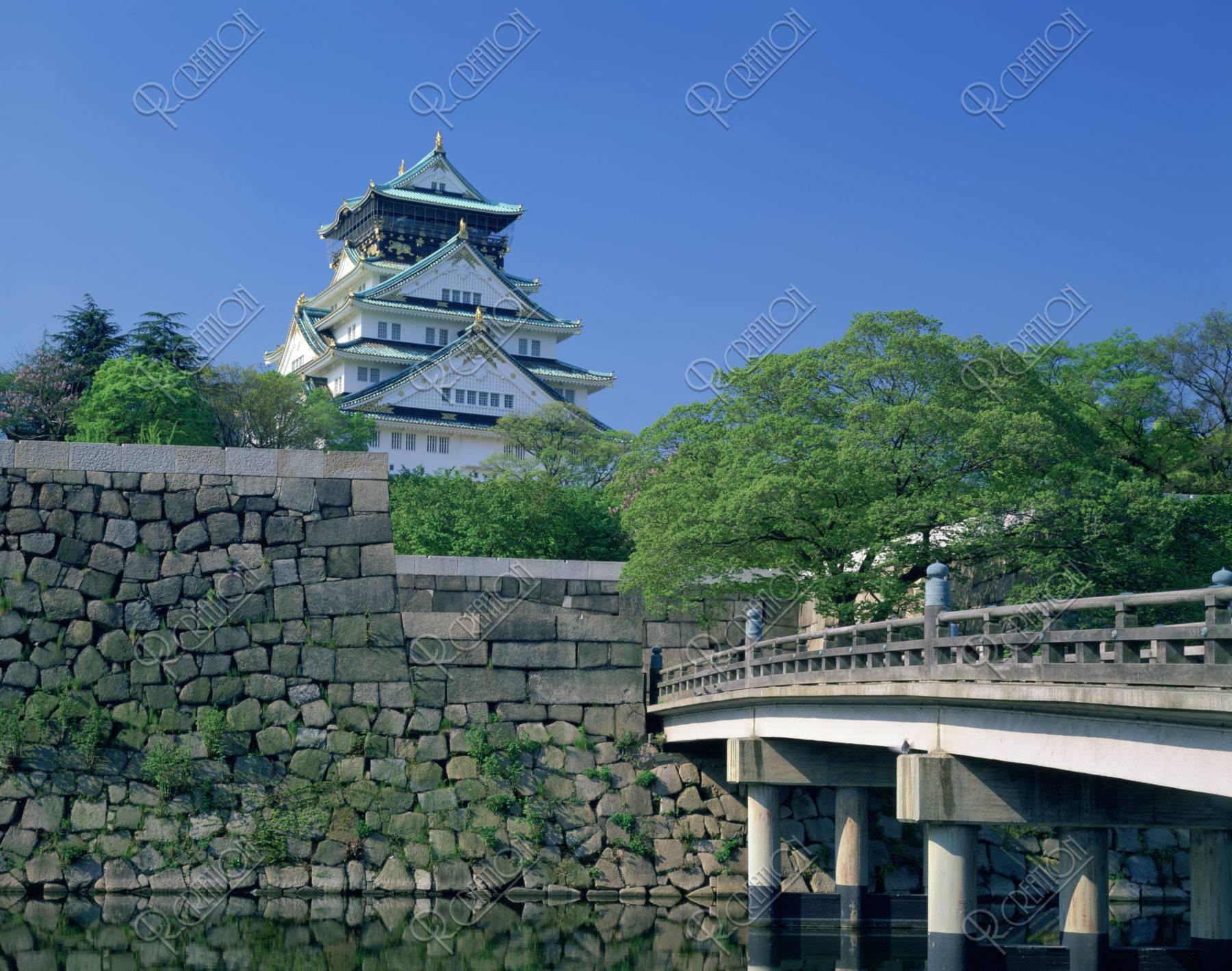 新緑の大阪城と極楽橋
