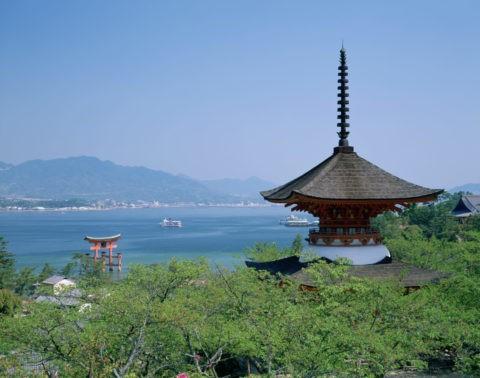 厳島神社 大鳥居と多宝塔