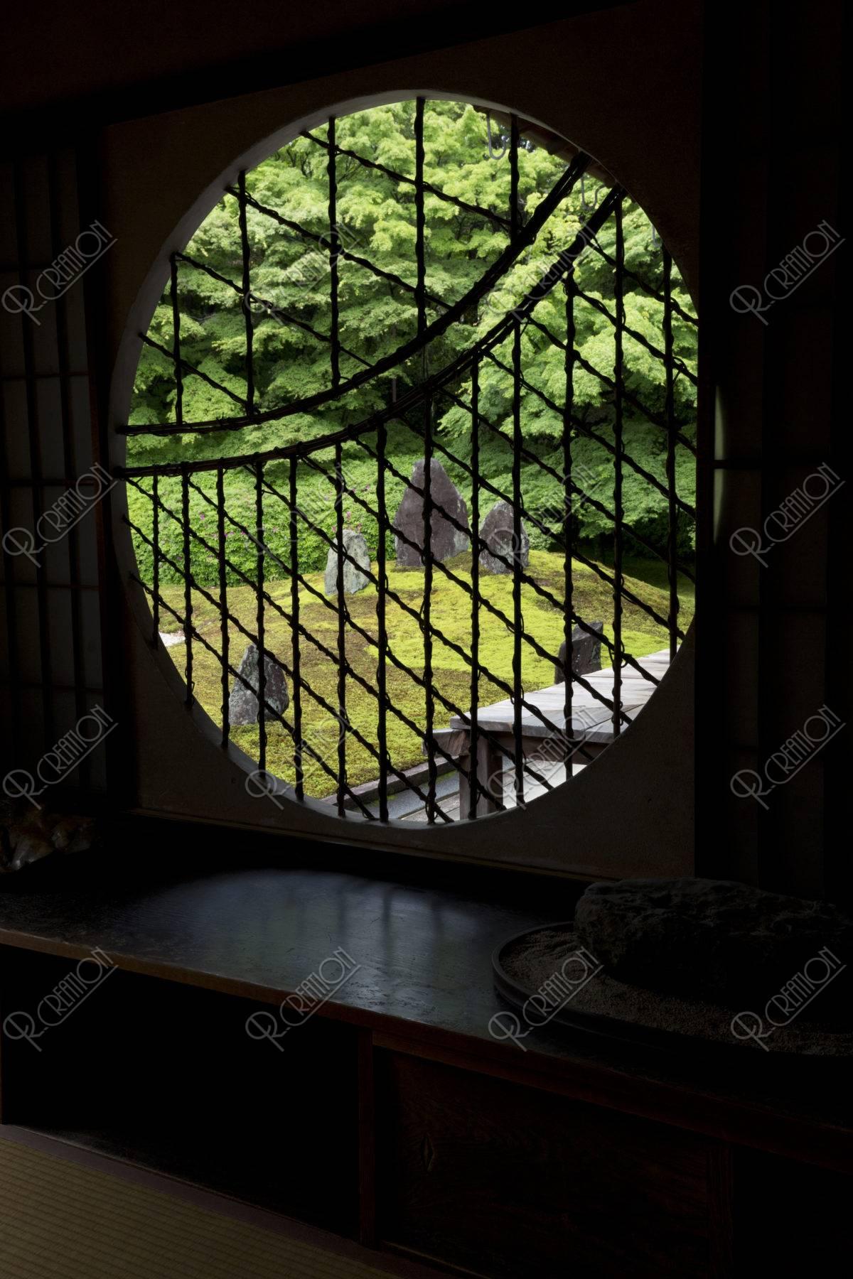光明院 丸窓