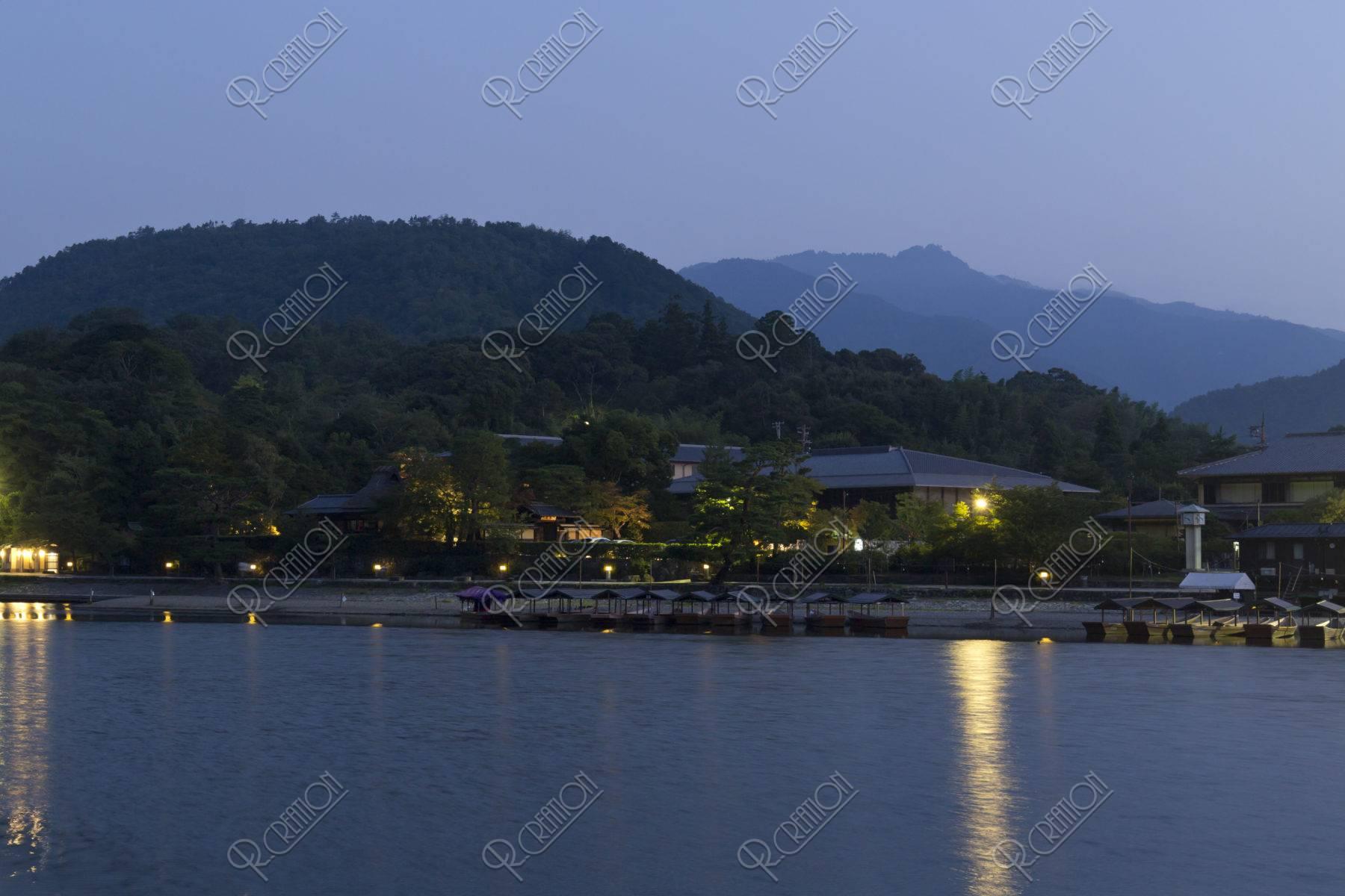 夜明け前の小倉山
