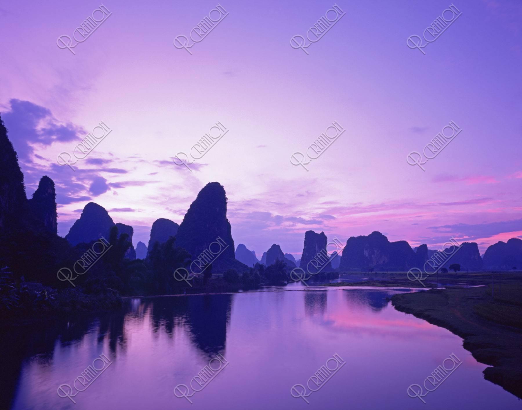 漓江と山並み