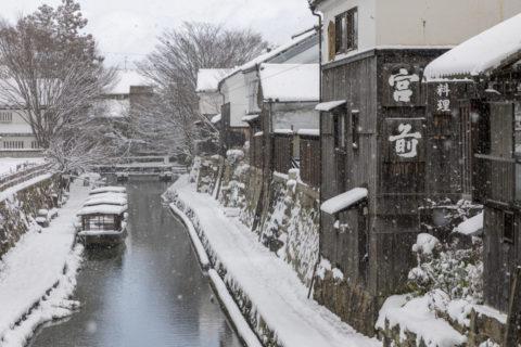 雪降る近江八幡八幡堀