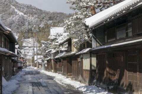 雪の近江八幡街並