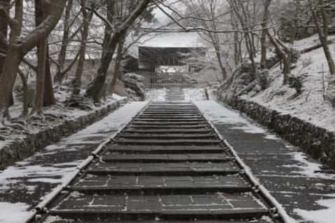 雪の山科毘沙門堂
