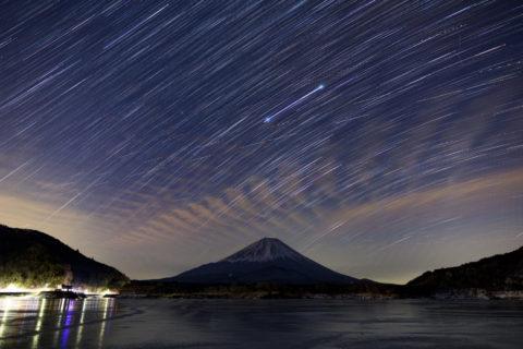 精進湖と星空