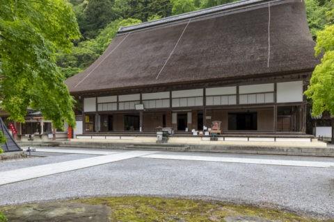 永源寺 新緑と本堂